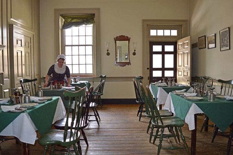 city-tavern-charter-room
